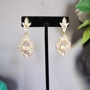 Jewelry - Baby pink colored stones with white crystal accent